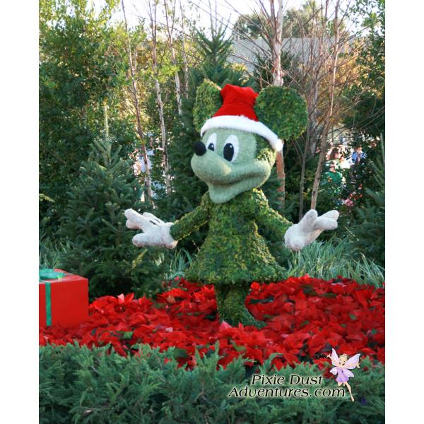 Epcot-Minnie-Christmas-Topiary